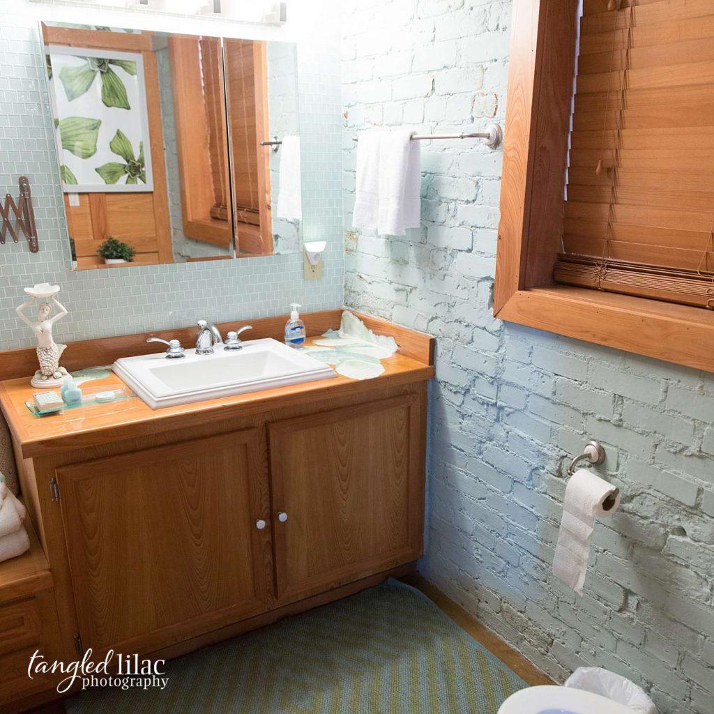 aqua cottage bathroom by real estate photographer melissa dunstan